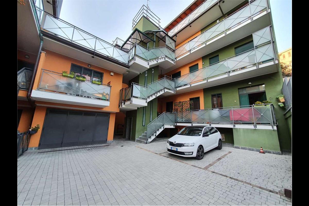 Trilocale 2 livelli zona piazzale Accursio in Vendita a Milano