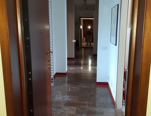 Ampio trilocale zona via Padova