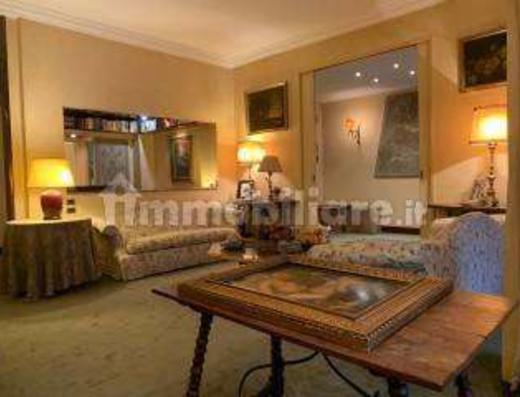 Elegante appartamento in via Panzeri