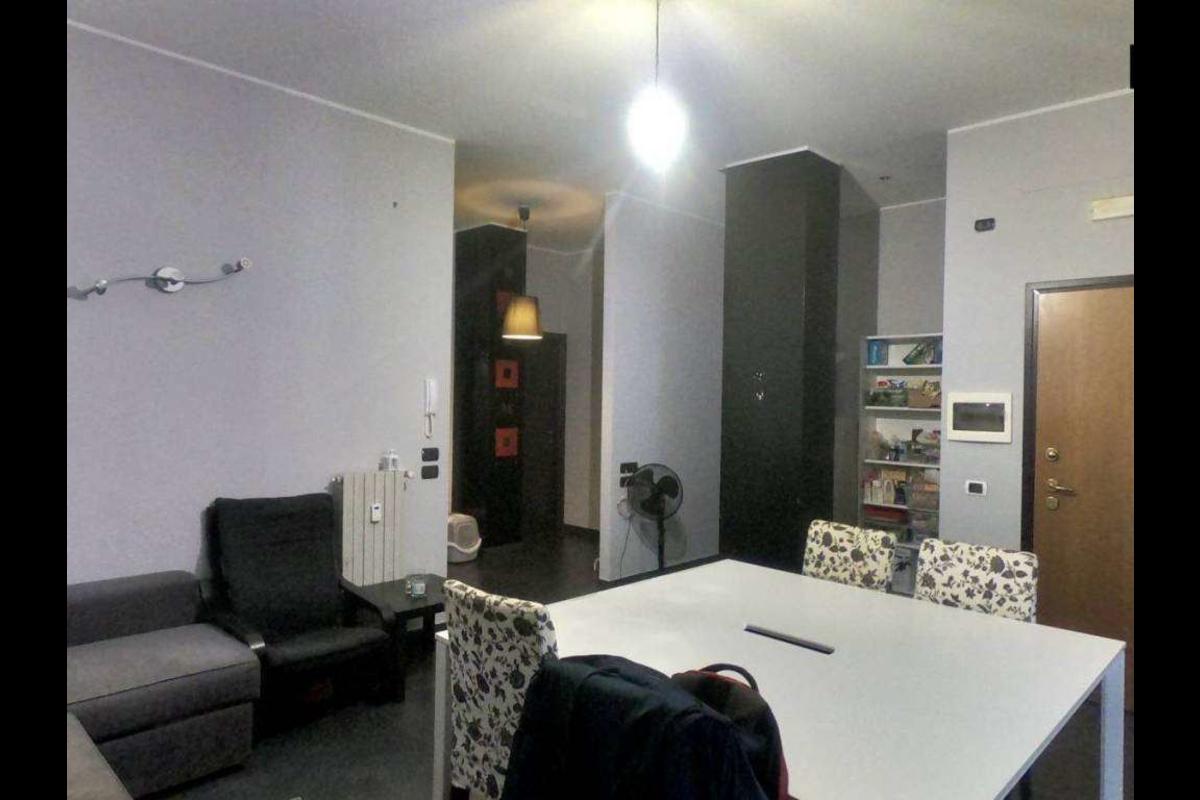 TRILOCALE LOFT seminterrato in Vendita a Milano