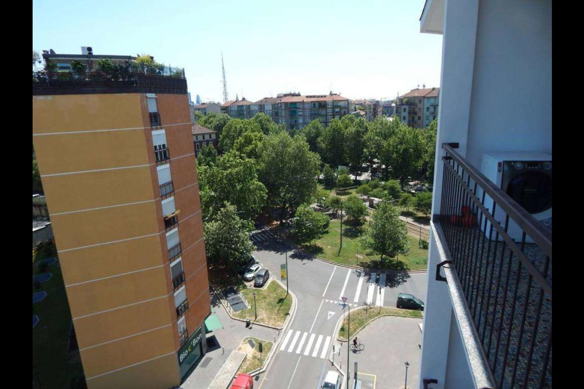 Bilocale Arredato piano alto MM5 Gerusalemme in Affitto a Milano