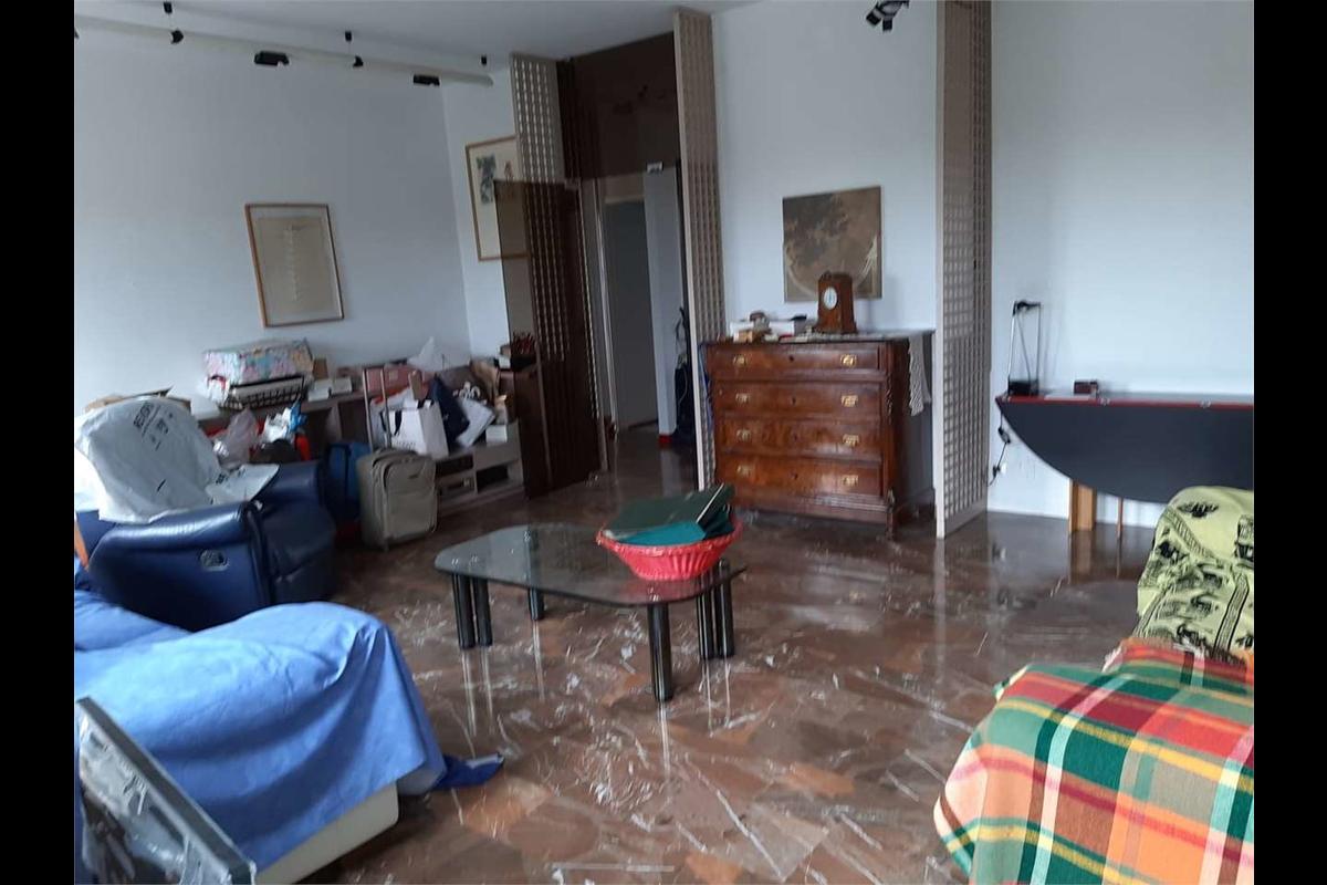 Ampio trilocale zona via Padova in Affitto a Milano