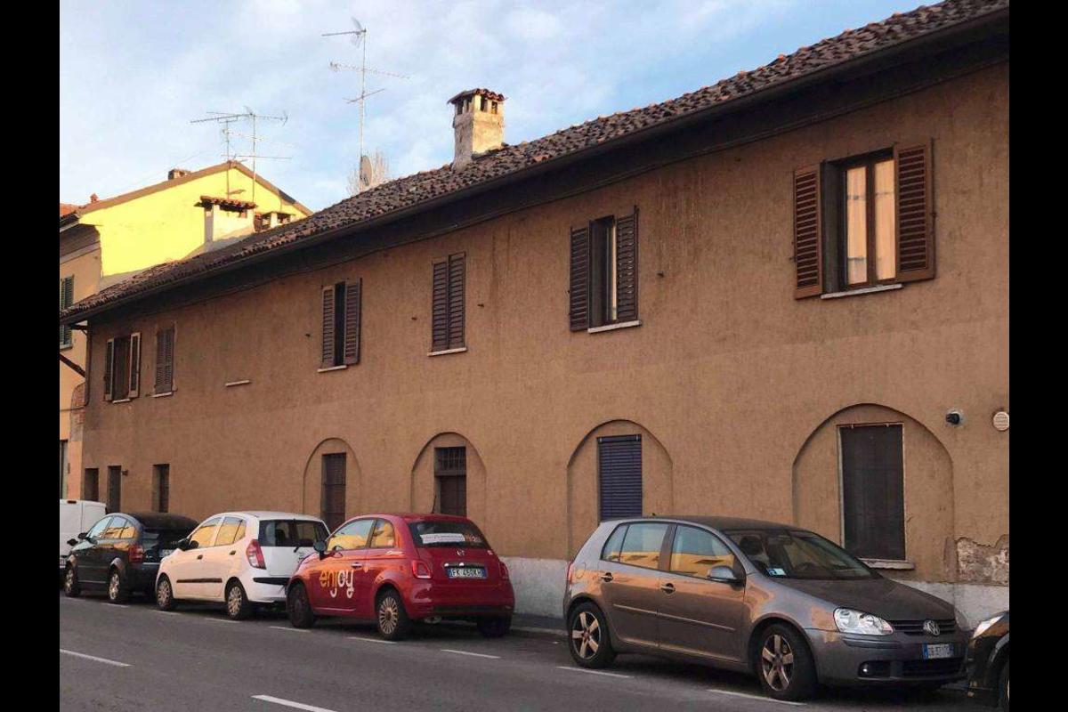 Monolocale in corte Ristrutturato Via  San Mamete in Vendita a Milano